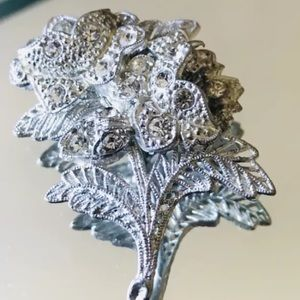 Jewelry - Stunning Vintage Floral Brooch signed